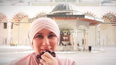 Photo of أسلمت بعد دخولها مسجداً في تركيا وتركت حلمها بالتمثيل لتكرس حياتها للتعريف بالإسلام.. قصة الفنانة البريطانية عائشة روزالي