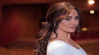 Photo of أجزاء من شعرها وأخرى من جسدها.. 12 صورة غريبة في حساب الفنانة السورية كندة حنا