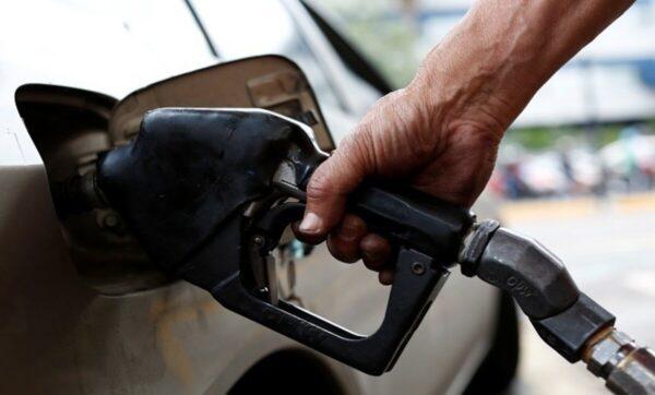 ابن عم بشار الأسد يشعر بالسخف بعد استلامه رسالة بشأن تعبئة الوقود