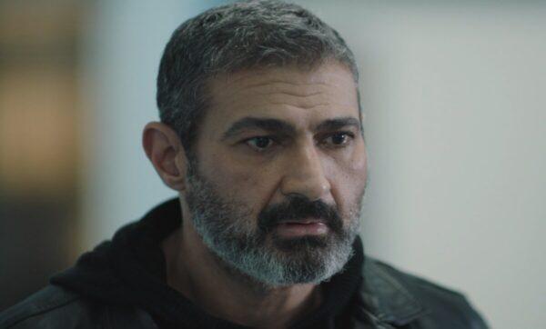 """ياسر جلال في أول تعليق صوتي على مشهد الجوال المقلوب في """"ضل راجل"""": """"سامع صوت المخرج وهو بيرد عليا"""""""
