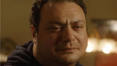 "Photo of الفنان المصري مراد مكرم الشهير بـ""الأكيل"" يتذكر والدته بالدموع: مش عارف أصلي منذ رحيلها"