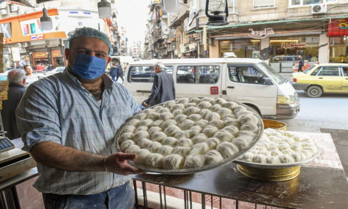 تكلفة إفطار السوريين في رمضان تعادل 10 أضعاف راتب موظفي الأسد