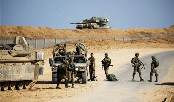 مسؤول إسرائيلي يتحدث عن استعدادات لعملية عسكرية برية في غزة