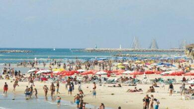 "Photo of فرار جماعي للمئات من مرتادي إحدى شواطئ ""تل أبيب"" (فيديو)"