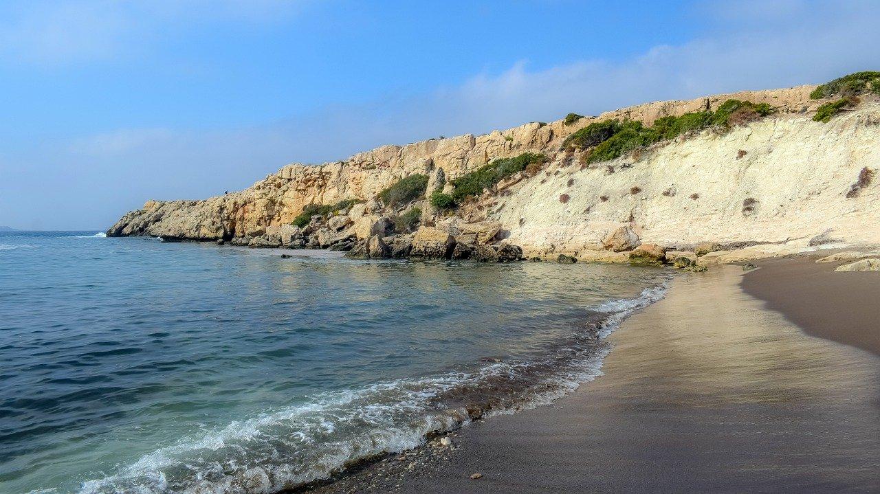 قبرص تعلن حالة الطوارئ بسبب تدفق المهاجرين من طرطوس