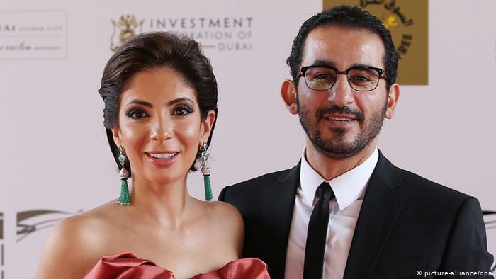 أحمد حلمي يتزوج على فيسبوك ويثير فضول منى زكي