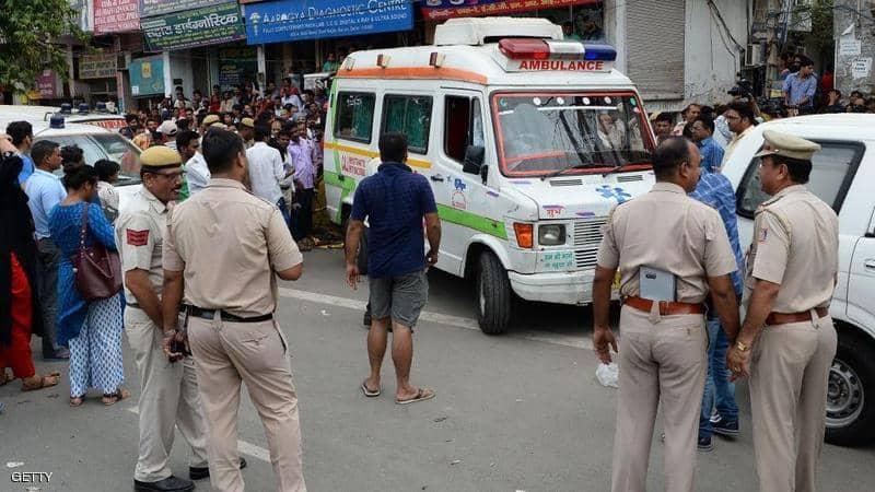 من أجل إنقاذ شخصية هامة.. شرطة الهند تتسب في موت سيدة عجوز بعد سحب أسطوانة الأكسجين منها (فيديو)