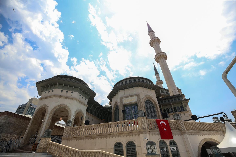 لن يتوقف الأذان فيه حتى قيام الساعة.. تصريحات لـ #أردوغان عن مسجد تقسيم تعيد الحديث عنه كشخصية إسلامية عالمية.