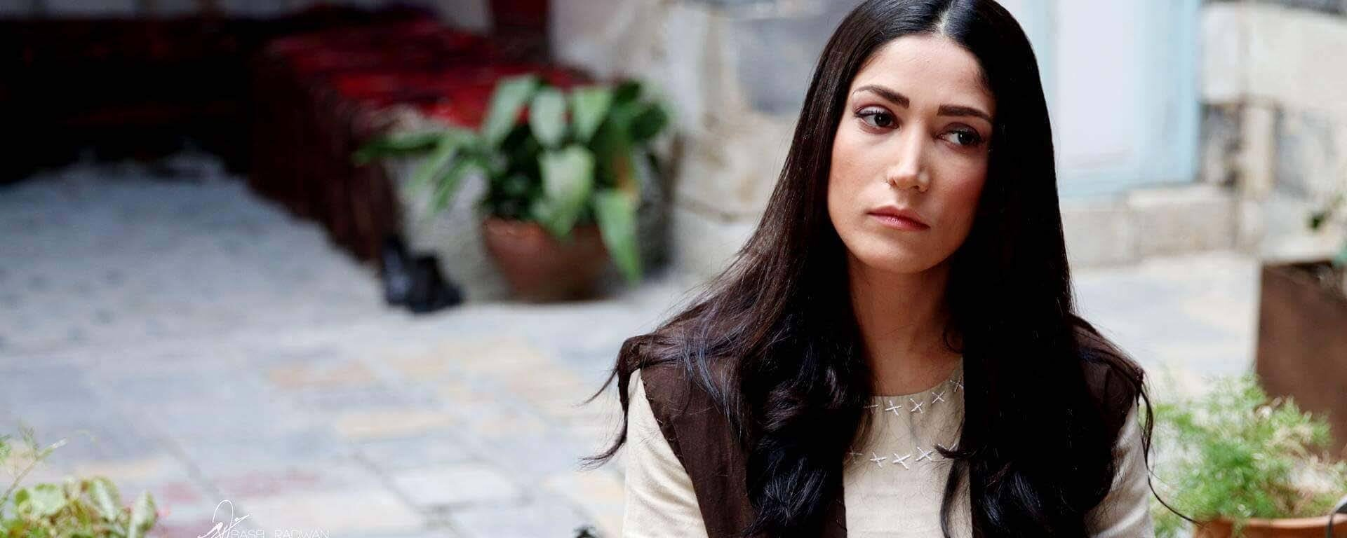 """تسنيم الباشا تلفت الأنظار بأدائها في مسلسل """" على صفيح ساخن"""" ومتابعين: رجعيلنا زمن الدراما السورية الأصيلة"""