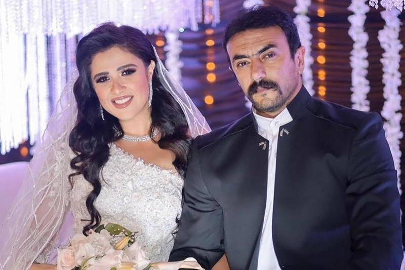 شائعات بالانفصال تطال ياسمين عبدالعزيز وأحمد العوضي بسبب بوست على فيسبوك