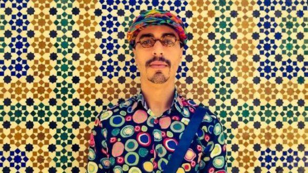 الفنان المغربي هاشم البسطاوي يفاجئ جمهوره باعتزال الفن نهائيًا