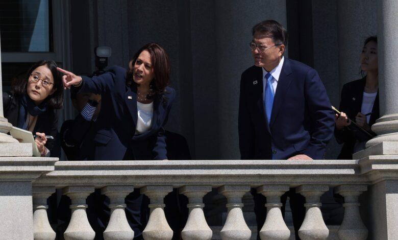 Photo of مسحت يدها بعد مصافحة الرئيس.. كاميلا هاريس تضع بلادها في موقف محرج مع كوريا الجنوبية (فيديو)