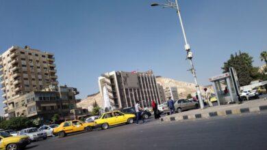 Photo of بحاجة ماء وإفطار.. الأوضاع المعيشية تجعل أباً يتخلى عن طفليه في دمشق (صورة – فيديو)