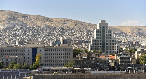 """الأوضاع المعيشية في دمشق سبب تخلّي أب عن طفليه: """"أرجوك سامحيني"""" (صور - فيديو)"""