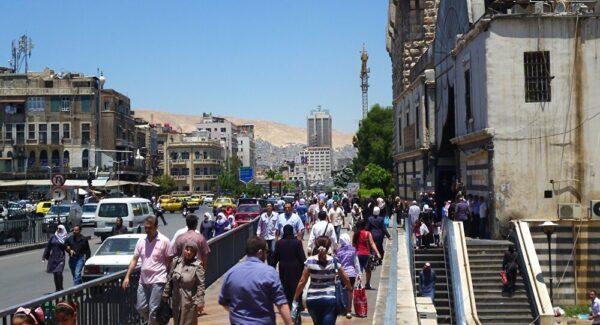 علي فرزات يروي قصة مظاهرة في دمشق