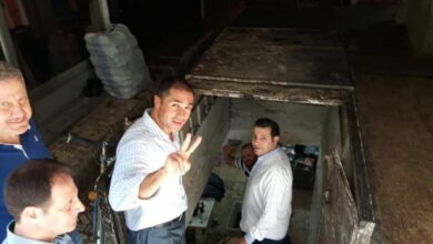 "Photo of رجل أعمال موالي يطالب النظام بمراحيض نظيفة في سوريا ومتابعون: ""خلصت كل مشاكلك التانية"""