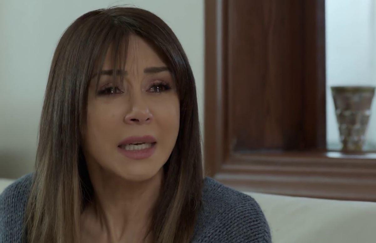كاريس بشار تعود للظهور الإعلامي للمرة الأولى منذ 24 عاماً وتبكي خلال اللقاء (فيديو)