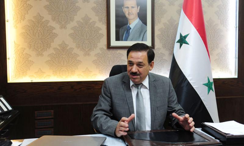 """موقع موالي يشبه وزير الخارجية البريطاني بآخر تابع للأسد: يحاول """"أكل حلاوة"""" بعقل المواطن!"""