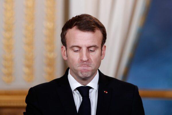 ماكرون يتعرض للخديعة أمام حشد من الناس في فرنسا (فيديو)