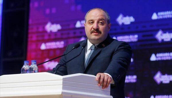 وزير الصناعة التركي: العالم سيتحدث عن مسيّراتنا