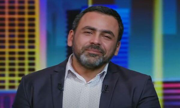 يوسف الحسيني يبكي على الهواء مباشرة: اشبعوا من القريبين منكم (فيديو)