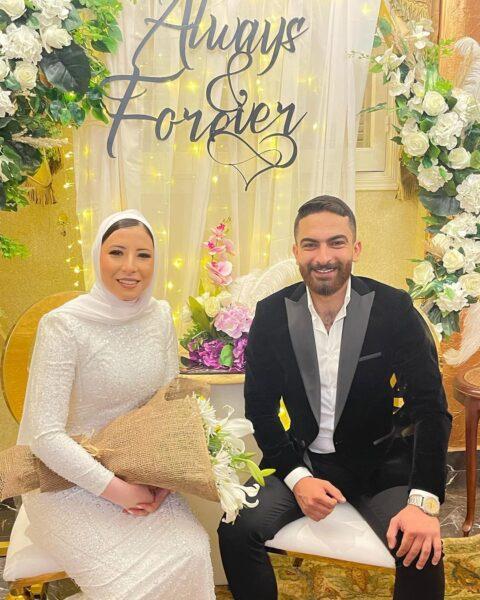 """صورة لـ """"هادي"""" مع عروسه في الحفل"""