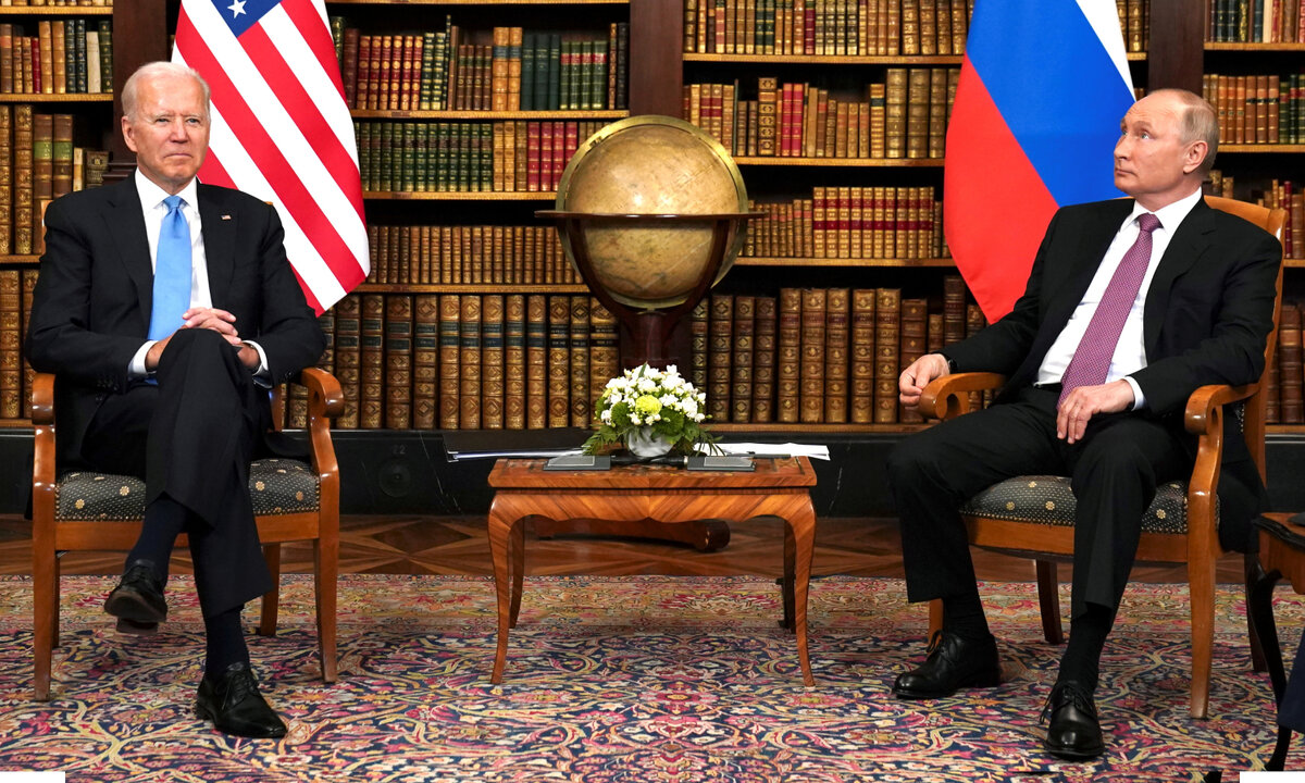 جو بايدن وفلاديمير بوتين في لقاء جنيف