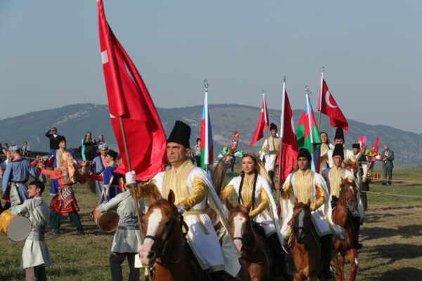 الرئيس الأذربيجاني رقصة أذربيجانية