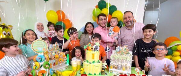 عائلة مقداد تحتفل بعيد ميلاد أصغر أبنائهم بعد شفاء الوالد (فيديو)