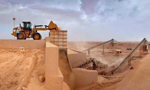إيران تنافس روسيا في الاستيلاء على عشرات الأطنان من الفوسفات في سوريا