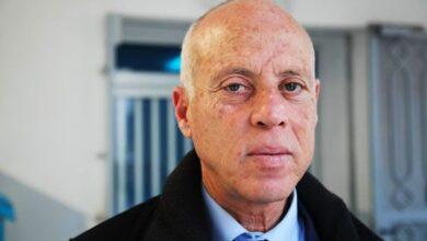 Photo of تزوج من قاضية وأنجب منها 3 أولاد ودرس القانون ولقب بـ روبكوب.. قصة الرئيس التونسي قيس سعيد