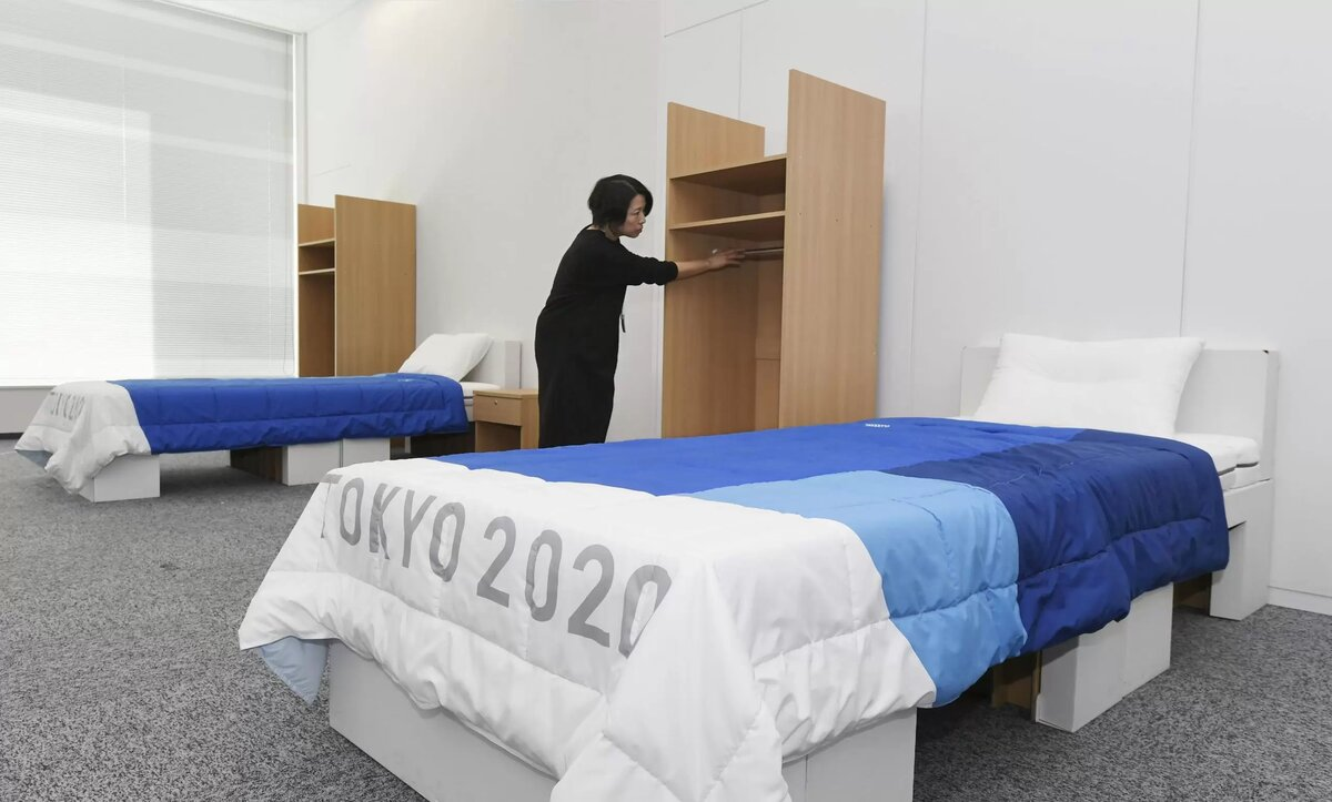 """غضب في اليابان بسبب فيديو من رياضيين إسرائيليين مع """"سرير يمنع العلاقات الحميمة"""""""