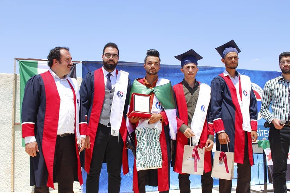 تركيا.. سوريون يواصلون إثبات أنفسهم و يتصدرون المراتب الأولى في الجامعات والمدارس (صور -فيديو)