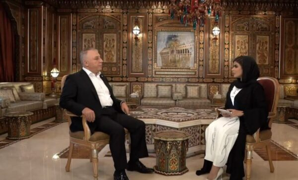 من 80 دولاراً إلى قائمة أغنى الشخصيات في المنطقة.. قناة إماراتية تحتفي برجل أعمال سوري وتشارك قصة حياته (فيديو)