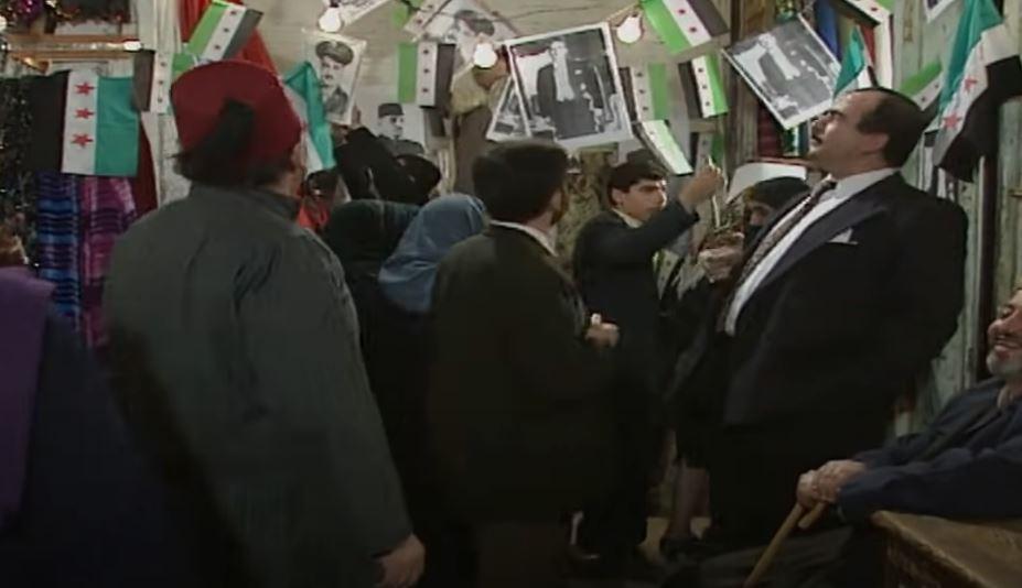 مسلسل سوري قديم يؤكد أن علم الثورة السورية كان ضمن فترة الاستقرار والحريات وينفي مزاعم نظام الأسد بشأنه