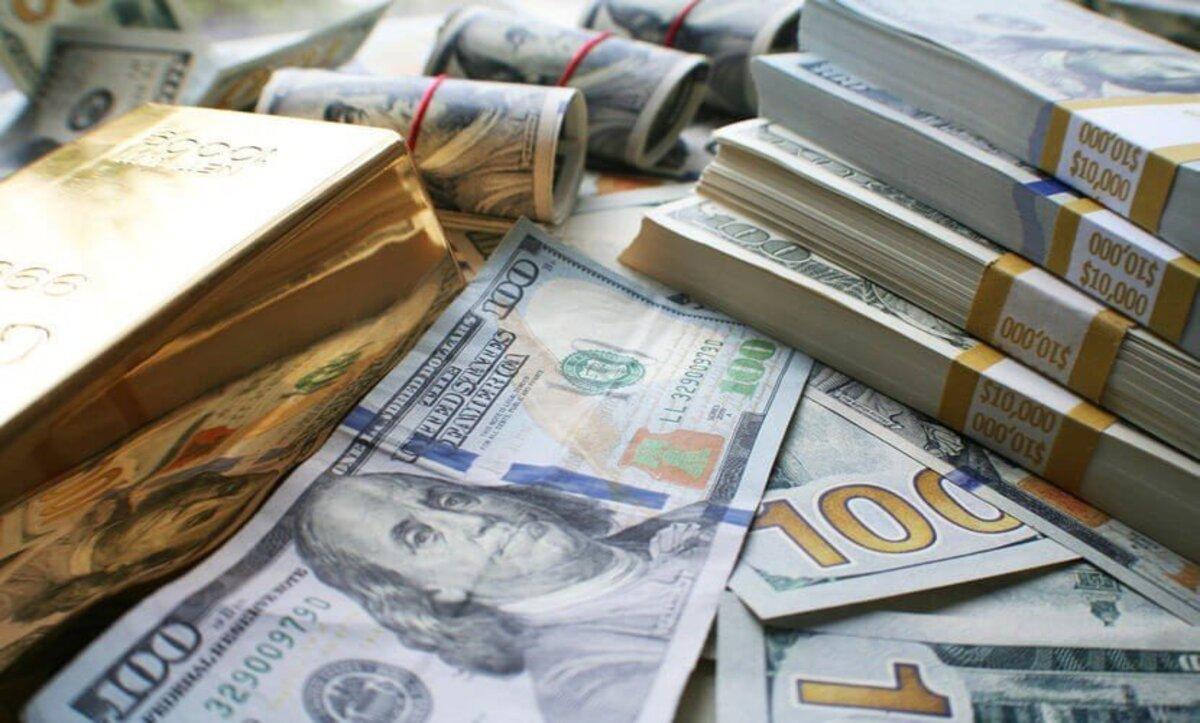 الدولار الأمريكي يتراجع لأدنى مستوى خلال أسبوعين وصعود للذهب جراء سياسات الاحتياطي الاتحادي