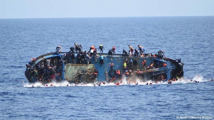 تركيا تعلن إنقاذ لاجئين سوريين في اليونان إثر غرق مركبهم خلال توجههم إلى إيطاليا
