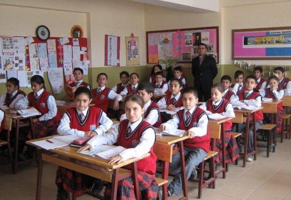 مصدر: المعلمون السوريون في تركيا مستمرون في عملهم وقرار فصلهم غير صحيح
