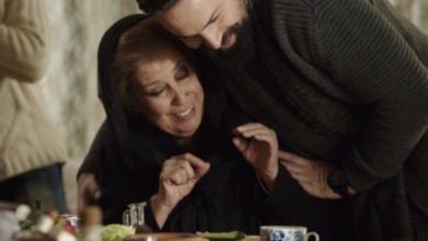 "Photo of تيم حسن يشيد بالفنانة منى واصف ويطالبها باستخدام ""التيك توك"": اطلعي هيك وحركي شفايفك مع الأغاني"