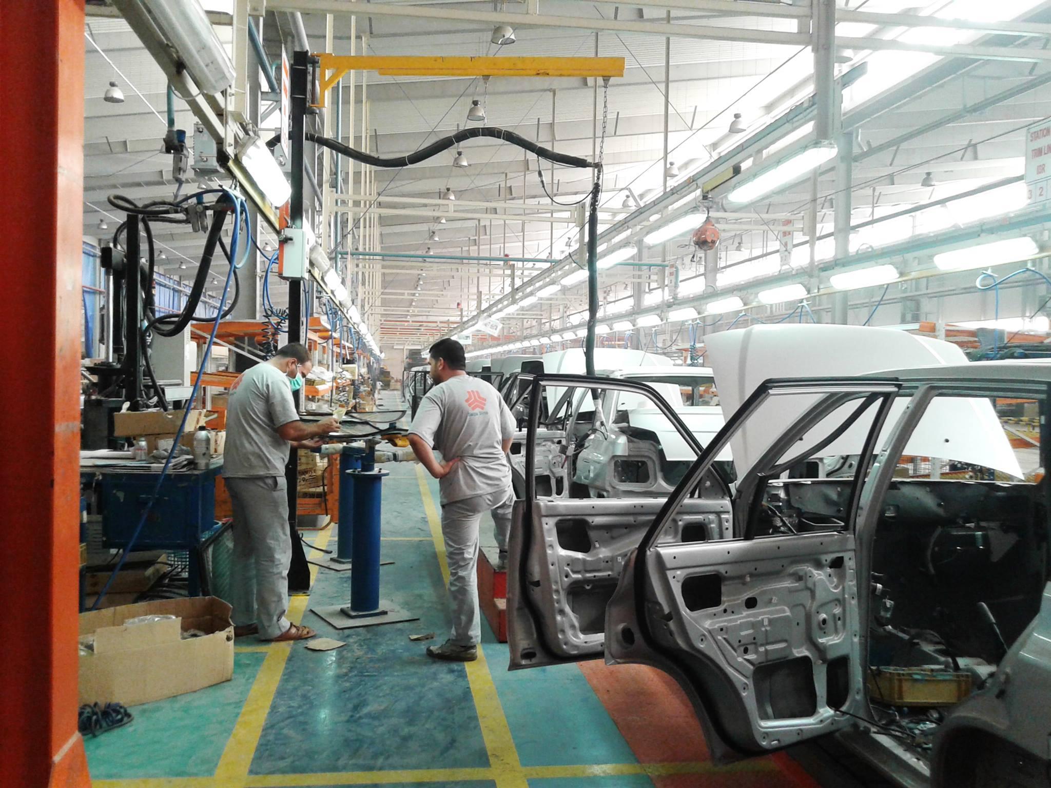 شركة إيرانية سورية في حمص تطرد عشرات العمال دون أسباب أو دفع تعويضات