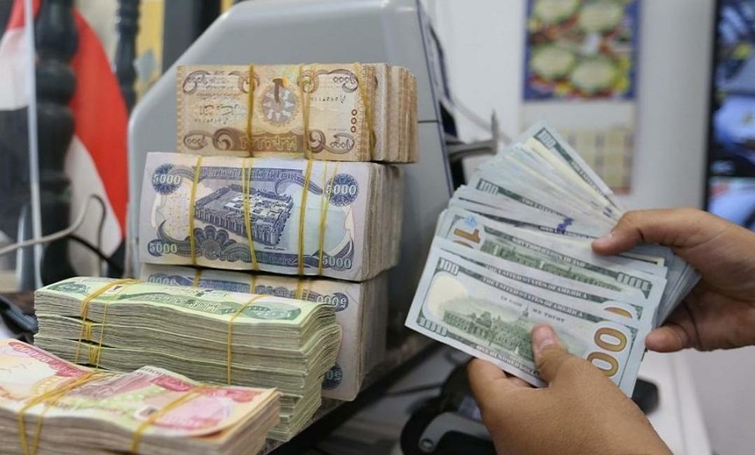 الدولار في أدنى مستوياته وارتفاع أسعار الذهب وتوقعات له بمزيد من المكاسب