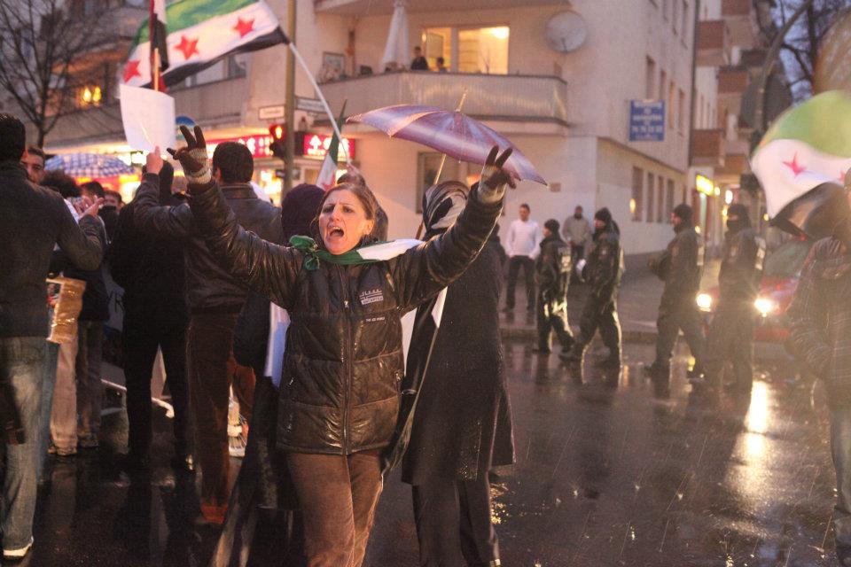 ميسون بيرقدار تعلن حصولها على الجنسية الألمانية وتروي قصتها مع سفارة نظام الأسد (فيديو)