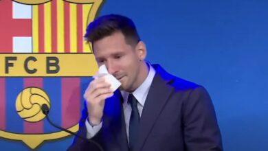 """Photo of ميسي يبكي أثناء مؤتمر لفريق برشلونة: """"من الصعب أن أغادر"""" (فيديو)"""