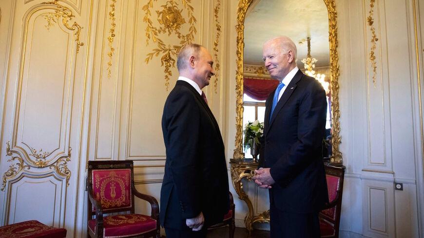 فورين بوليسي: مؤشرات لصفقة أمريكية روسية تخرج الأسد من سوريا