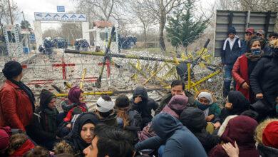 Photo of منظمات تناشد تركيا لإنقاذ سوريين عالقين على الحدود بينها وبين اليونان