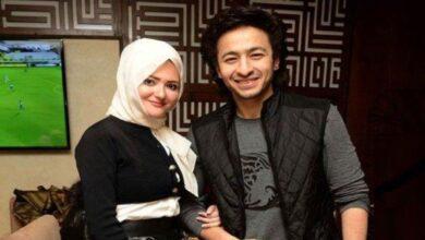 Photo of بعد حديثه عن الزواج من نسرين طافش.. حمادة هلال إلى جانب زوجته بعد تركها الحجاب (صور)