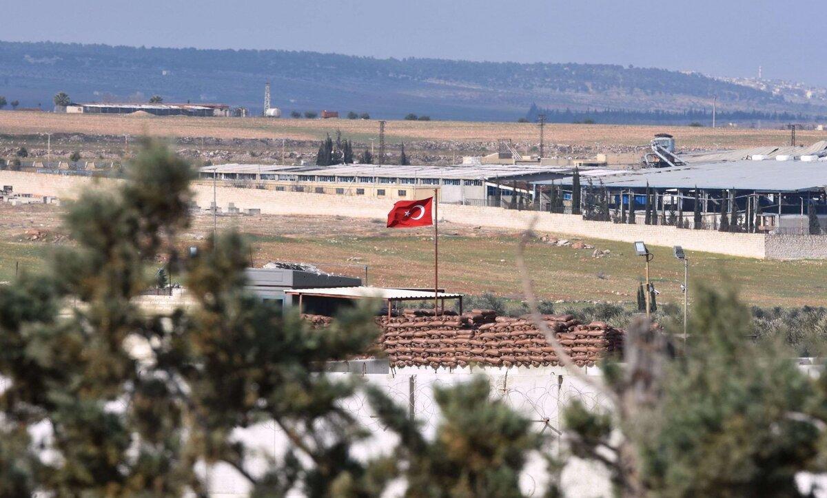 تركيا ترد على روسيا داخل معسكر تشرف عليه في اللاذقية