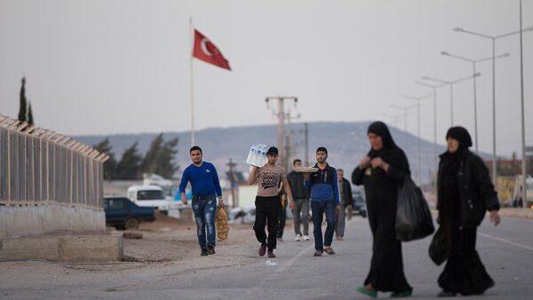 الداخلية التركية: بلادنا لم تواجه أي مشكلة بسبب اللاجئين السوريين ودخلت مرحلة جديدة في التعامل معهم (فيديو)